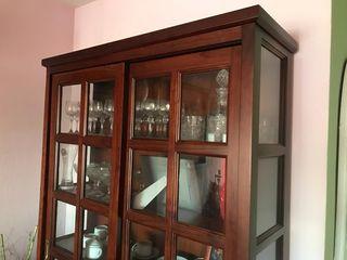 vitrina madera maciza nogal