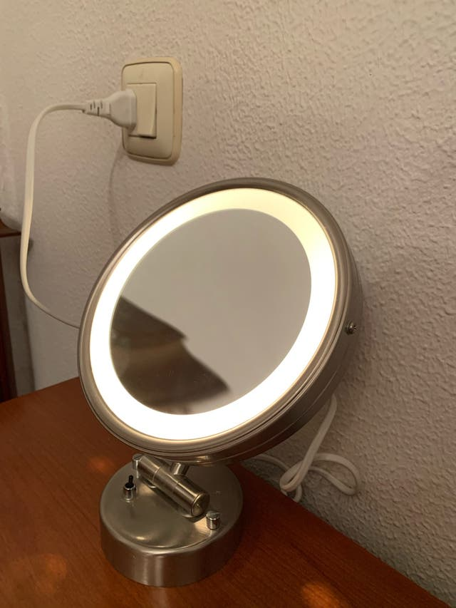 Espejo de aumento con luz