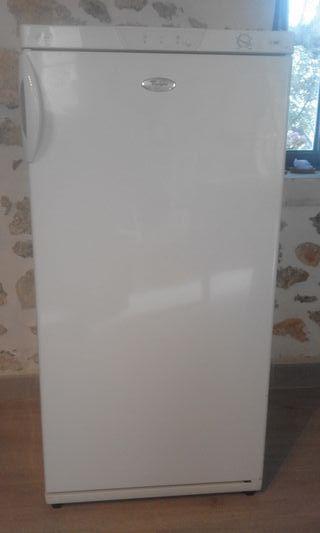 Congelador Vertical Whirpool AFG 7010