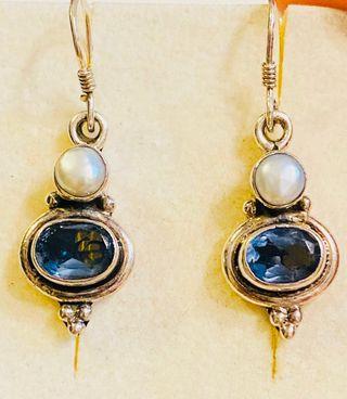 Pendientes de Iolitas y perla natural en plata ley