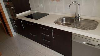 Muebles cocina completa con piedra silestone.