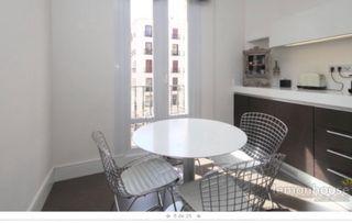 Mesa comedor y 4 sillas diseño bertoia