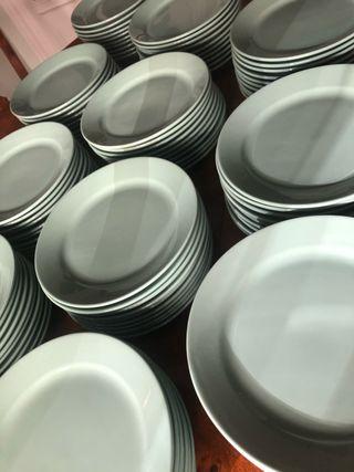 120 platos llanos de Loza verde sin estrenar