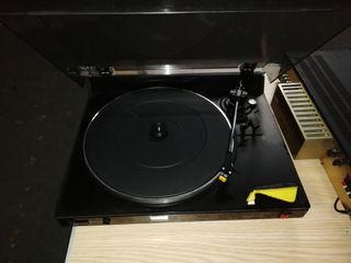 tocadiscos y amplificador