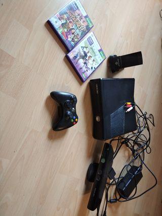 Consola Xbox 360, mando, sensor mov y dos juegos