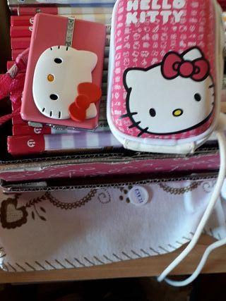 cámara de fotos y funda de la Hello Kitty