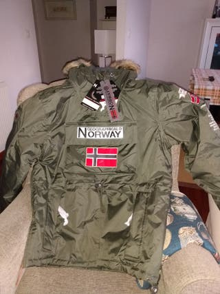 Parka Geographical Norway, color caqui.