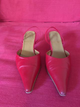 Zapatos rojos de tacón fino