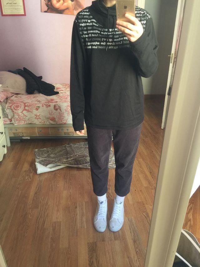 camiseta de manga larga y cuello alto