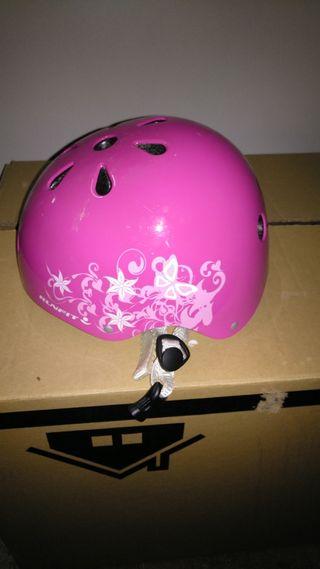 Monopatin y casco