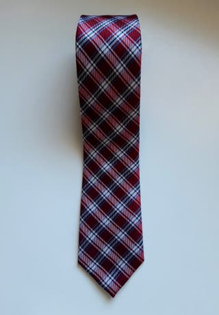Corbata roja Dustin impecable