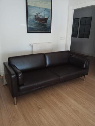Precioso sofá moderno de piel