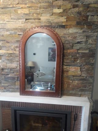 Espejo recibidor con marco de madera