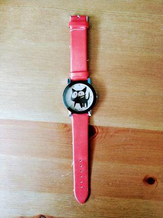 Reloj rojo gato