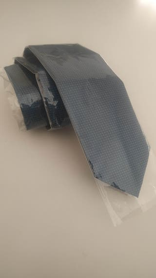 Corbata Hugo Boss nueva, sin usar ni una sola vez.