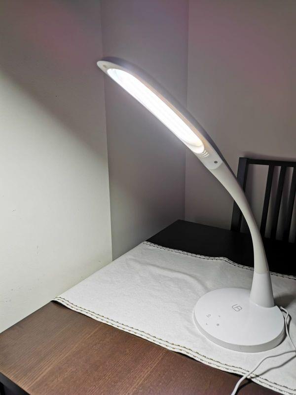 Lámpara / flexo de mesa o estudio de luz led.
