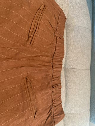Pantalon marrón con franjas en beige,nunca llevado