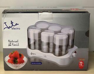 Yogurtera con 6 vasos de cristal. Tapa rosca.