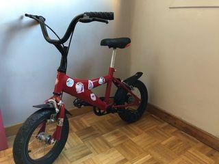 Bicicleta de niño con ruedines desmontables.