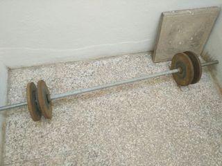 Barra larga de pesas de acero inoxidable.