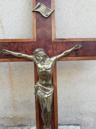 Crucifijo grande