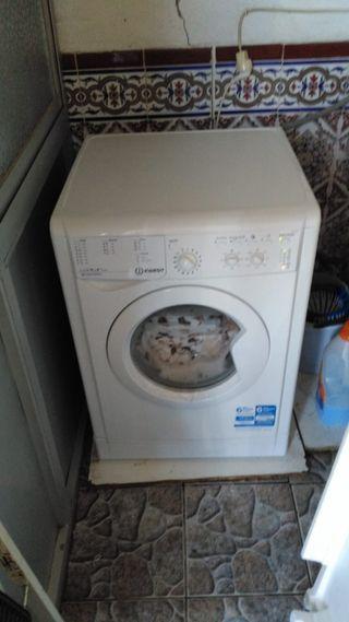Vendo lavadora sin apenas uso,es de 6 kilos.