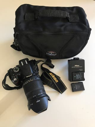 Nikon D5100 con objetivo Sigma DC 18-250mm