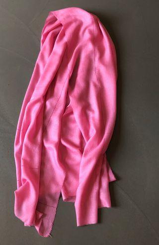 Etole Rose Cruciani neuve, Jamais portée 79 x 197