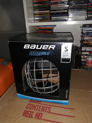 Casco de Hockey Bauer. Color negro. Talla S