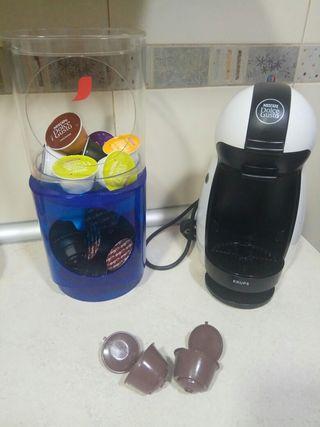 Cafetera Dolce Gusto + Soporte + Cápsulas