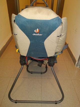 Mochila porta bebés para trecking Deuter