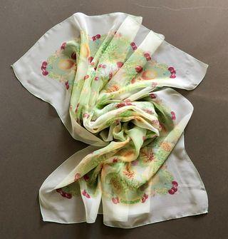 Carré, foulard mousseline imprimée Fleurs et fruit