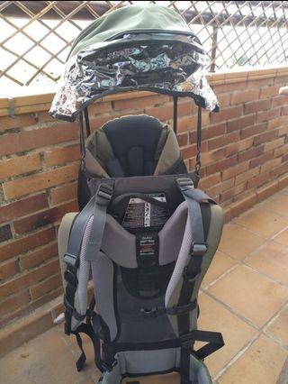 Mochila porta bebé Deuter.
