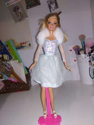 Barbie con vestido vintage fashion