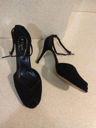 Zapatos Dansi súper nuevos .