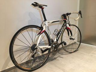 Bicicleta pinarello de carretera