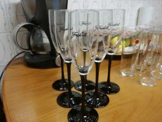 15 copas de champán