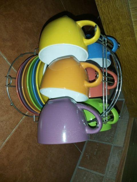 tazas y platos