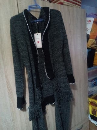 chaqueta gris jaspeada