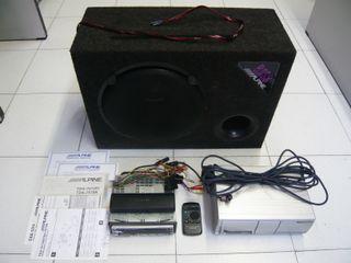 Cajón subwoofer y autorradio CD Alpine