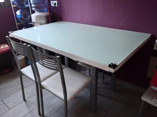 Mesa cocina/salón con cristal