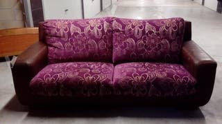 sofa diseño en piel morado SEMINUEVO