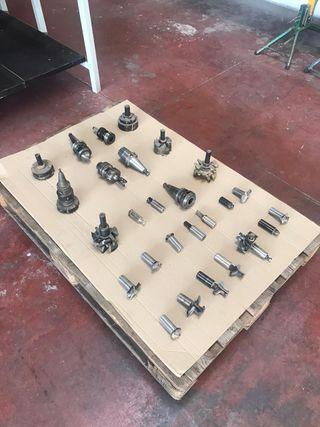 Palet con 27 herramientas de CNC