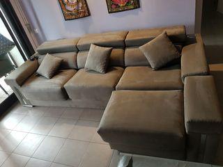 sofa con altavoces y luces