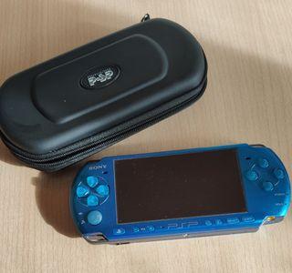 PSP 3000 Azul Turquesa con funda y dos películas.