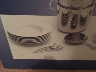 Set platos pasta, ensaladera y tenedores.