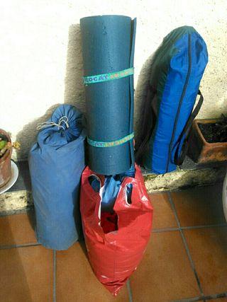 Tienda de campaña con saco de dormir .Como nuevos.