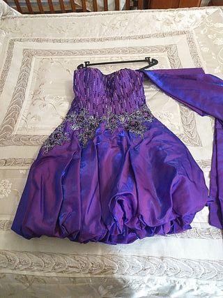 vestido lila con pedreria