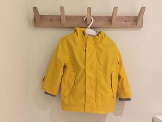 Chaqueta tipo chubasquero amarilla Zara