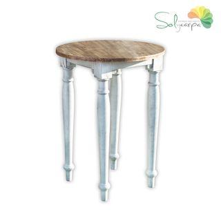Mesa alta rústica. Mobiliario de madera para bar.